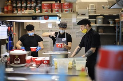 Quán ăn Việt 'ấm tình người' giữa đại dịch Covid-19 tại Nga