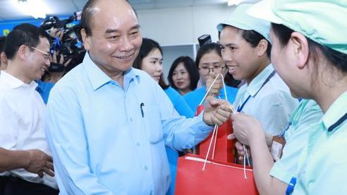 Thủ tướng thăm hỏi, động viên công nhân, người lao động tại Bắc Ninh