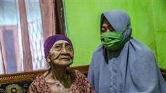 Indonesia: Cụ bà 100 tuổi đánh bại COVID-19