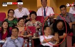 Bất ngờ bắt tay bầu Hiển, thầy Park mới là điểm nhấn trong trận cầu kỳ lạ của Hà Nội