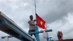 Kỷ niệm một năm chương trình 'Một triệu lá cờ Tổ quốc cùng ngư dân bám biển': Vươn khơi cùng cờ Tổ quốc