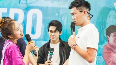 Trần Vân - Xuân Nghị diễn lại cảnh tình tứ trong 'Nhà trọ Balanha'