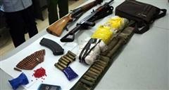 Vác súng AK vận chuyển 15 nghìn viên ma túy
