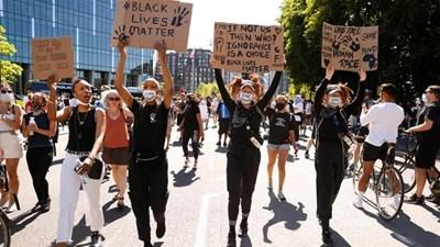 Phong trào chống nạn phân biệt chủng tộc ở Mỹ lan rộng sang nhiều nước