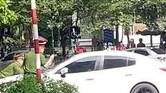 Khởi tố tài xế ô tô hất cảnh sát lên nắp ca pô, bỏ chạy 1km