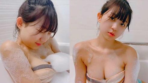 Tự quay cảnh bản thân đang tắm, nữ Youtuber xinh đẹp khiến người xem ngỡ ngàng, bỏng mắt