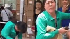 Clip: Đánh rơi gần 11 triệu tiền viện phí của mẹ, người phụ nữ bật khóc cảm ơn nam thanh niên nhặt giúp