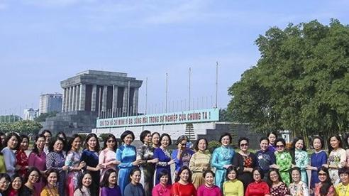 Các nhà ngoại giao nữ viếng lăng Bác, thiết thực hướng tới 75 năm thành lập Ngành