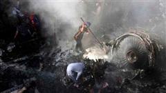 Hơn 10 ngày sau khi máy bay Pakistan rơi, bé gái 12 tuổi tử vong