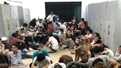 Đột kích quán bar ở Sài Gòn, hàng chục dân chơi dương tính chất ma tuý