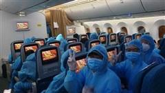 Hành trình khứ hồi vượt gần 16.000 km của Vietnam Airlines đưa gần 340 công dân Việt Nam từ Úc và New Zealand về nước cách ly