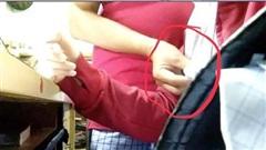 Tố thấy giáo bắt học sinh kéo khóa, xem phim nóng
