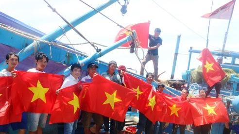 VƯƠN KHƠI CÙNG CỜ TỔ QUỐC: Động lực giúp ngư dân bám biển