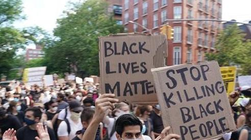 Vòng xoáy biểu tình bạo lực làm chao đảo nước Mỹ
