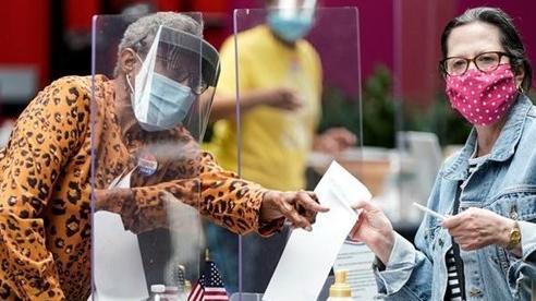 Bầu cử Mỹ 2020: Hình ảnh ngày bỏ phiếu 'nhộn nhịp' nhất trong đại dịch Covid-19