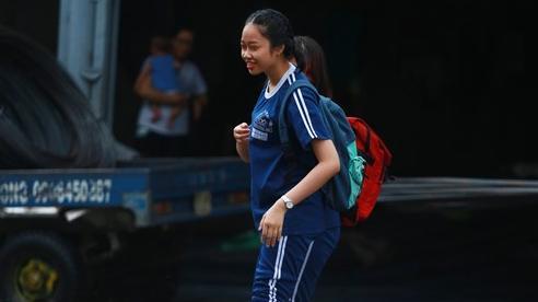[ẢNH] Học sinh Sài Gòn bì bõm trên những con đường ngập nước để về nhà sau mưa lớn