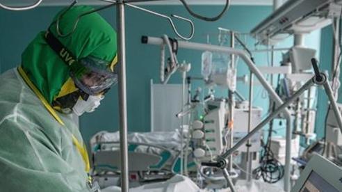 Mỹ chuyển thêm máy thở giúp Nga chống dịch COVID-19
