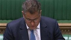 Bộ trưởng Anh liên tục lau mồ hôi, sổ mũi: Các nghị sĩ lo lắng, sợ nhiễm Covid-19