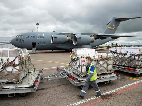 Mỹ gửi 150 máy thở hỗ trợ Nga đối phó với dịch COVID-19