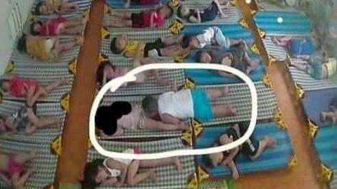 Mở camera xem con ngủ trưa, phụ huynh Hải Phòng 'chết ngất' với cảnh tượng quá nhạy cảm, vội vàng nhắn tin nhắc nhở cô giáo