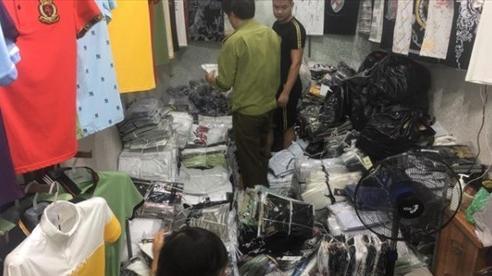 Truy quét 'điểm nóng' Ninh Hiệp, thu giữ hàng nghìn sản phẩm nghi hàng giả, hàng nhái