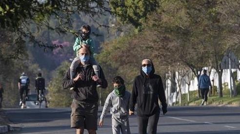 Dịch COVID-19 ngày càng gia tăng, Nam Phi kéo dài tình trạng khẩn cấp