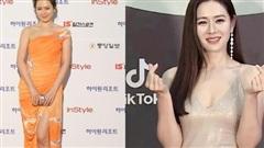 Style của Son Ye Jin trên thảm đỏ Baeksang qua các năm: Ngày càng 'nhạt màu' nhưng độ sang trọng thì tăng theo cấp số nhân