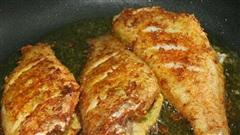 Cá, thịt, đậu khi rán bị sát chảo đừng vội cuống, bình tĩnh làm thao tác này, đồ ăn tự bong dễ dàng