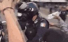 Không chỉ ở Mỹ, bạo lực còn bùng phát ở Mexico: Người biểu tình đốt cháy cảnh sát