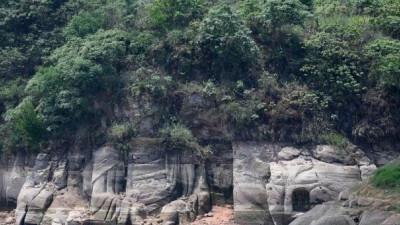 Cận cảnh tượng Phật 1.300 tuổi ở Trung Quốc bất ngờ nổi lên trên mặt hồ