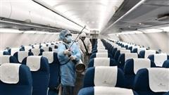 11 người ngồi gần ca mắc 329 trên máy bay được chuyển sang bệnh viện cách ly