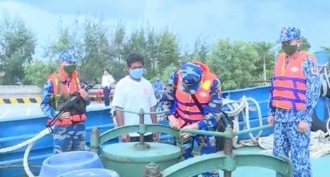 Cảnh sát biển tạm giữ tàu nước ngoài chở 150.000 lít dầu DO