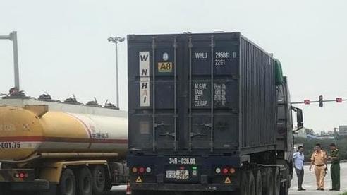 Container kéo lê xe máy trên QL5, một người tử vong