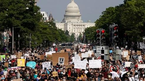 Mỹ: 6.000 người tham gia biểu tình tại thủ đô Washington D.C, lo ngại bạo lực