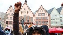 Hàng vạn người xuống đường biểu tình chống phân biệt chủng tộc tại Đức