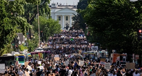 Biển người tràn xuống đường phố Washington biểu tình chống phân biệt chủng tộc