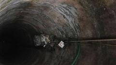 Cứu sốngngười đàn ông Anh mắc kẹt dưới giếng trong 6 ngày ở Indonesia