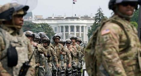 Ông Trump tính điều 10.000 binh sĩ quân đội dẹp loạn biểu tình