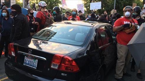 Biểu tình ở Mỹ:Ô tô vượt rào của cảnh sát, lao vào đám đôngở Seattle