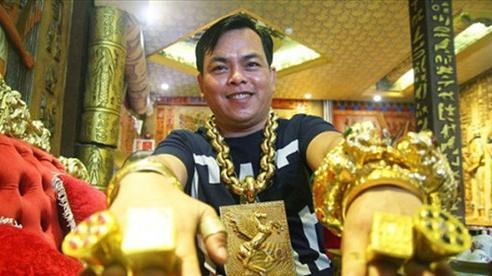 'Đại gia' đeo 20kg vàng giả Phúc XO sắp hầu tòa, khung hình phạt đến 15 năm tù