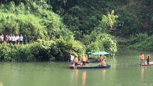 Tìm thấy 3 thi thể sau vụ lật thuyền giữa đêm ở Lào Cai