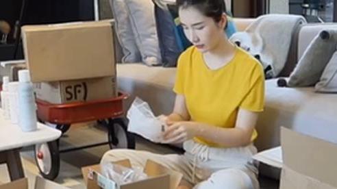 Vợ đại gia Taobao bất ngờ bị 'ném đá' dữ dội vì hành động kệch cỡm này