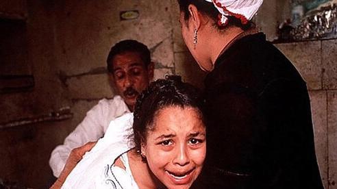 3 bé gái ở Ai Cập bị bố lừa đi tiêm vắc-xin chống COVID-19 để cắt bộ phận sinh dục