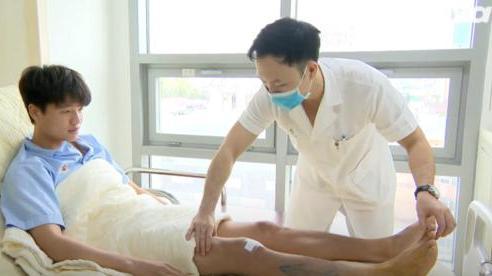 Phí Minh Long: 'Tôi đã chịu đựng chấn thương hơn 1 năm, đến giờ mới phẫu thuật'