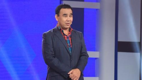 Quyền Linh cúi đầu xin lỗi Lê Hoàng trên sóng truyền hình