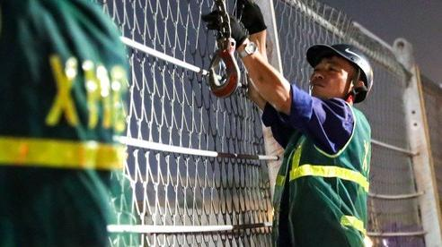 Công nhân trắng đêm tháo dỡ hàng rào đường đua F1:   đoạn đường đi qua SVĐ Mỹ Đình thông thoáng trở lại