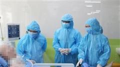 CLIP: Phi công người Anh vẫy tay chào Giám đốc Bệnh viện Chợ Rẫy