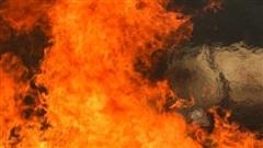 Cháy mỏ khí khiến 2 lính cứu hỏa bị thiệt mạng, khoảng 8.000 người phải sơ tán