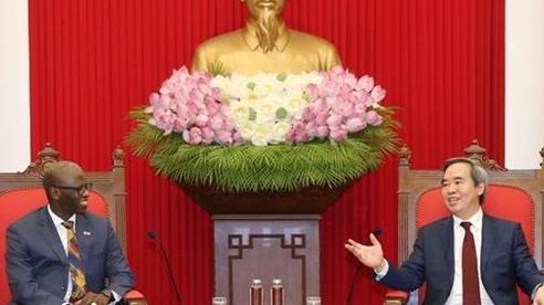 Trưởng Ban Kinh tế Trung ương tiếp Giám đốc Quốc gia WB tại Việt Nam