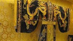 Long bào của các vị Hoàng đế Trung Hoa ngày xưa đều bị cấm giặt bằng nước, vậy thì các cung nhân phải xử lý như thế nào?